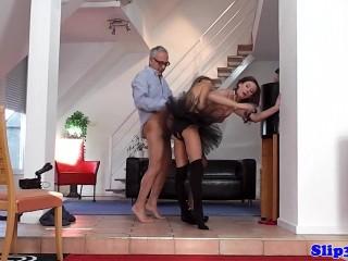 Седой мужчина очень любит ебать жену и дочь одновременно