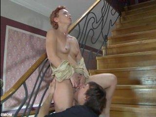 Сын трахает маму в анал и кончает от удовольствия