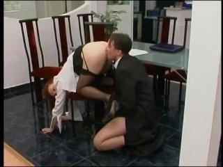 Зрелая секретарша трахается с начальником