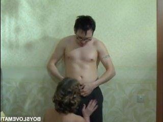 Зрелая секретарша в порно отдается своему начальнику