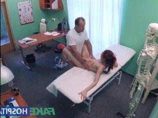 Жесткая ебля молодых телок на кушетке, в кабинете у врача