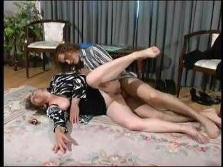Голые мокрые киски порно на VkusPornoCom