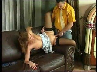 женщина хочет трахаться, а, уснув на диване, ей снится ебля