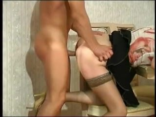 русская секретарша трахается с мужиком в приемной