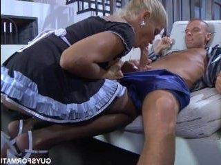Порно зрелых домработниц с минетом и анальным сексом