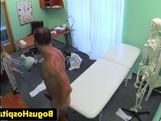 Русские голые девушки у врача занимаются сексом