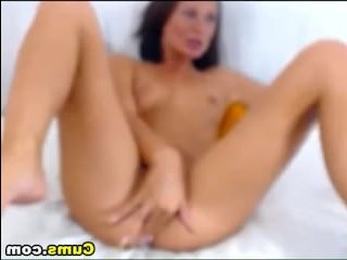 Секс видео: девушка кончает от мастурбации на камеру