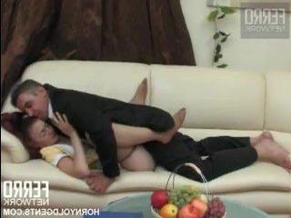 Мужик захотел секс с русской служанкой у себя дома