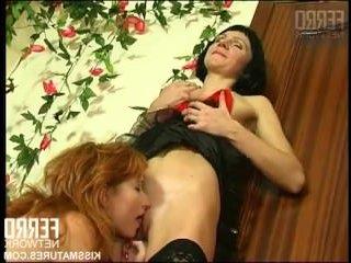 две женщины доводят друг друга до оргазма кунилингусом