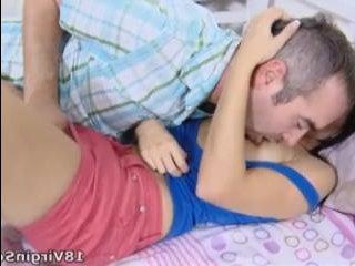Порно инцест: зрелый мужчина трахает по-жесткому дочь