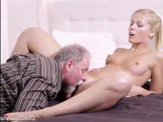 Старый дед лижет пизду любимой внучке и ебет ее