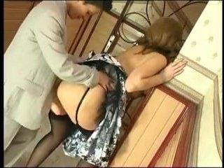 Зрелая пизда лесбиянки получает наслаждение от резинового члена
