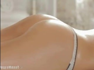 Брюнетка согласилась на анальный секс с массажистом в тайне от парня
