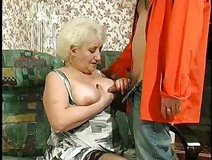 Жесткое порно с бабушкой, которая была оттрахана молодым человеком