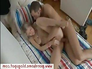 Российское анальное порно с красивой любительницей давать в попку