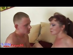 Секс с русской старухой с проникновением члена в анал