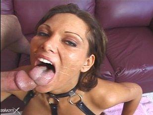 Ana Nova отсосала на уроке порно два больших члена
