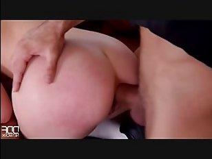 Два самца тешат мамку двойным проникновением в порно