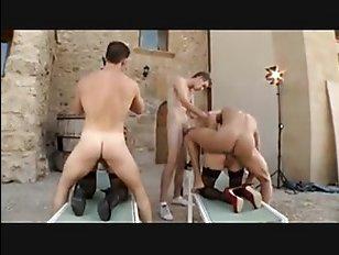 анальная групповуха зрелых дам-итальянок с мужиками на улице