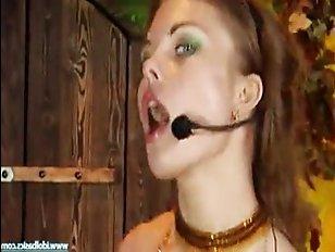 Русская порнуха: анал с молодой красоткой, которая любит петь во время секса