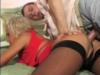 Анальное порно русской зрелой шлюхи и молодого клиента
