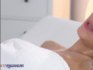 секс-массаж с красоткой, который очень вам понравится