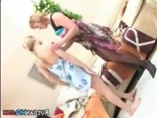 Бесплатное порно мамы и дочки: инцест двух лесби