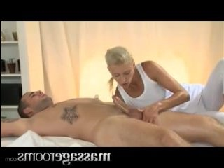 Эротический массаж закончился сексом парня и девушки