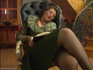 зрелая российская женщина ебется с парнем