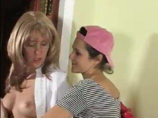 Красивое русское порно. Мама и дочь занимаются сексом