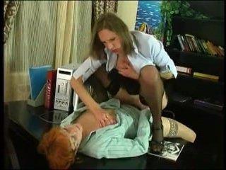 Красивый секс лесби страпоном в писю и кунилингус