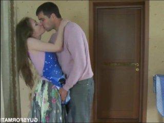 Молодая пара занимается сексом на кухне с минетом