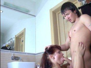 Неожиданный секс с толстухой в душе, парень не смог отбиться