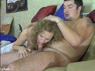 Секс русской пары дома: парень выебал блонду в задок
