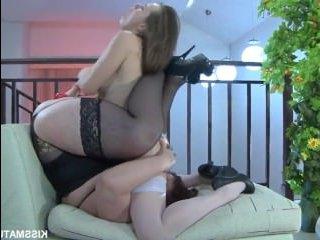 Толстая русская мама, учит дочь сексу с девушками