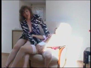 Зрелая соблазняет молоденькую домработницу: лесби порно, смотреть онлайн