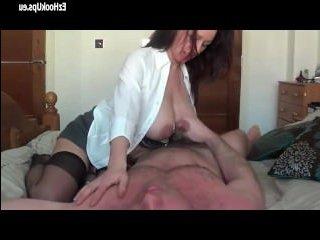 Молодая красивая мама трахается с сыном и получает сперму на грудь