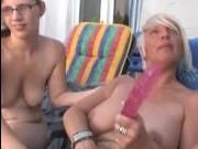 Зрелые лесбиянки с большими сиськами занимаются оральными ласками