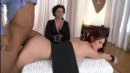 Мама и папа - секс видео с участием красотки дочери