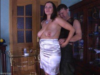 Хорошая работа: мужчина за деньги секс-услуги оказывает зрелой даме