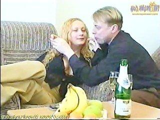 Порно видео категория: блондинка выпила с мужчиной и занялась с ним сексом