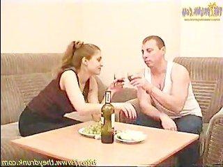 Сын шпилит маму после употребления спиртных напитков