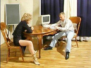 Страстный перепих дома со зрелой похотливой блондинкой