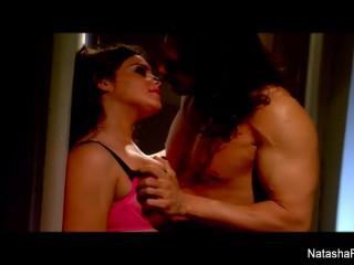Рыжая порноактриса с большой грудью трахается с мужчиной