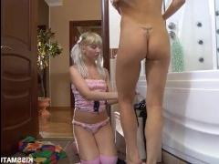 Возбуждающий секс молодой лесбиянки и её зрелой подруги
